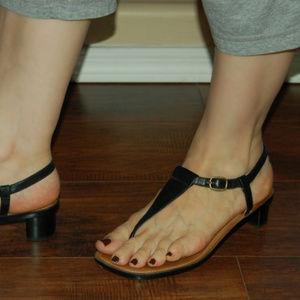 Ralph Lauren Blk Leather T-Strap Sandals With Heel